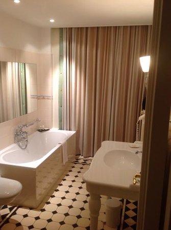Kasteel Engelenburg: badkamer....