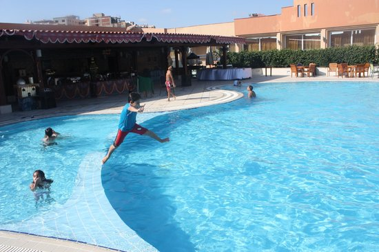 Hilton Alexandria Green Plaza: Two kids swimming pool are available together with an adult one