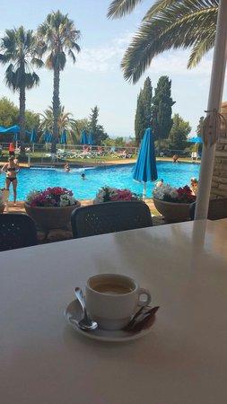 Vilanova Park: Petite pause café (1.50€) en terrasse principale,  avant de retourner à la tente et après être p