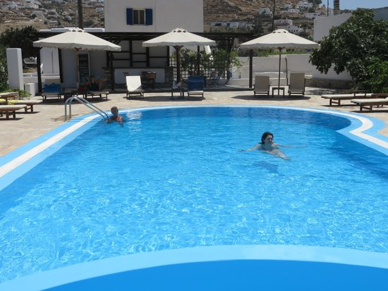 Brothers Hotel : The pool