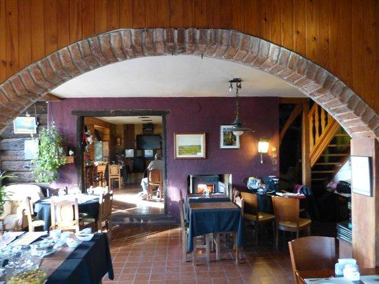 Suites de la Colina : Restaurante y sector donde sirven el desayuno