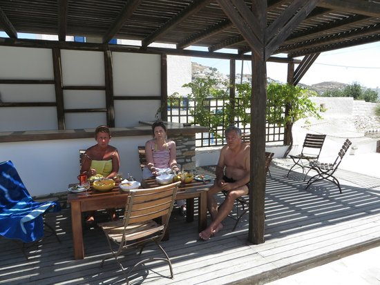 Brothers Hotel: Lunch near the pool!!!