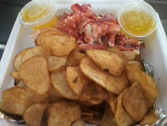 Karen's Hideaway: naked lobsterroll with homemade chips