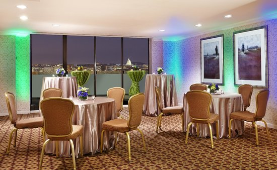DoubleTree by Hilton - Washington DC - Crystal City: Jefferson Room with DC monument views