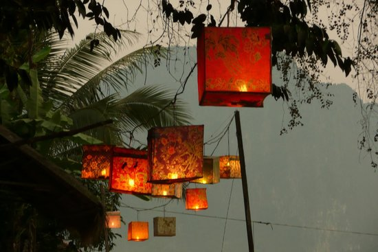 Ban Sabai Riverside Bungalow: Evening atmosphere at the restaurant