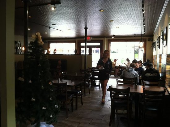 Old Forge Cafe and Creperie: Dining room.