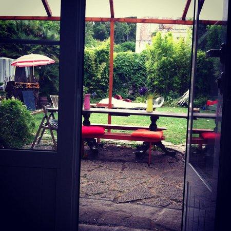 Nice Way Sintra: View of the Hostel's Garden
