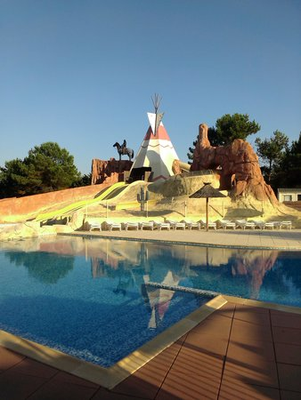 Camping Les Genets : The Pool!!