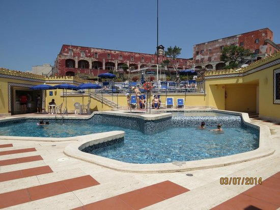 Royal Continental Hotel: Piscina
