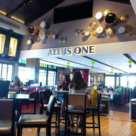 Hard Rock Cafe Melaka: interior 2
