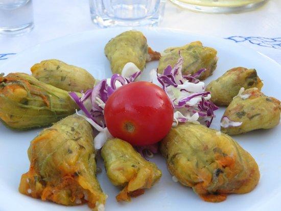Vilaeti Taverna: Tsimetia (zucchini's flowers)