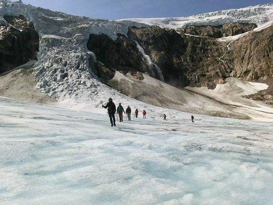 FlatEarth Norway: Walking on ice
