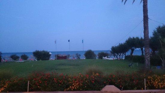 Pegasos Beach Hotel: Вид на пляж