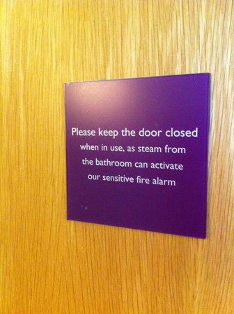 Premier Inn Newcastle Quayside: Hard to do when there is no working bathroom fan and the thermostat controls DON'T work! It was