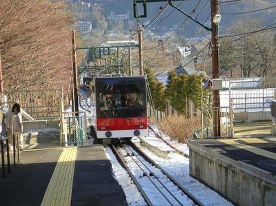 Hakone Tozan Railway: 登ってきます。