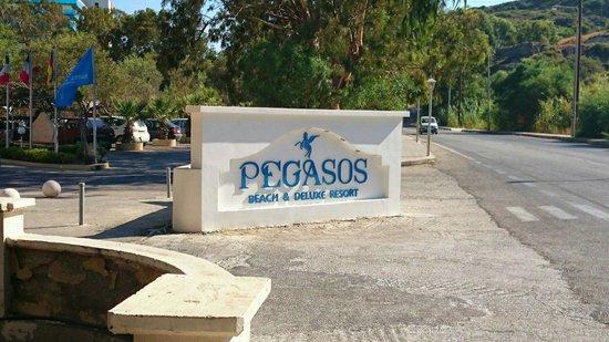 Pegasos Beach Hotel: Центральный въезд