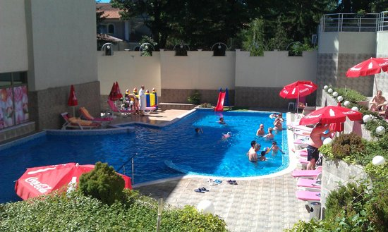 Hotel Zdravets: The open air mineral water pool