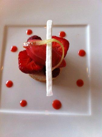 Jean Luc Tartarin: Fruits rouges de Jumièges, crème de litchis, sorbet fraises.
