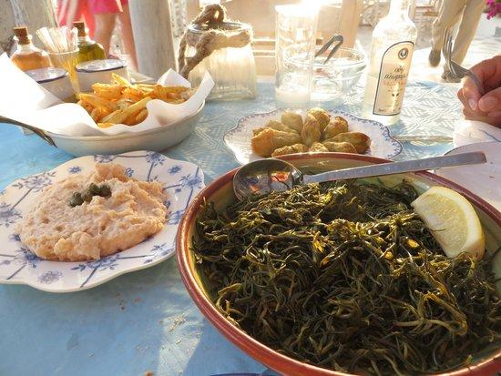 Koumpara Seafood Restaurant: taramosalata tsimetia horta patates ouzo
