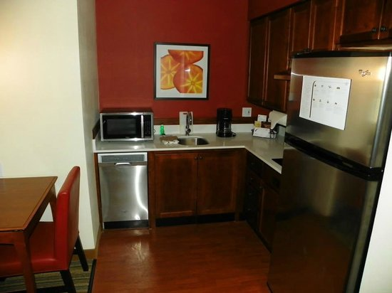Residence Inn Holland: Full kitchen