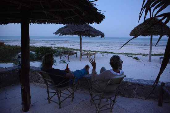 Kilima Kidogo Guesthouse : This place is right on the beach. Ideal for sundowners.