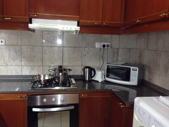 Orchard Parksuites by Far East Hospitality : Two bedroom apartment kitchen