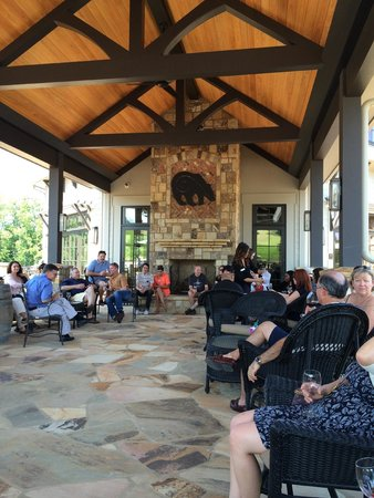 Yonah Mountain Vineyards: Post-tour wine tasting on the breezeway