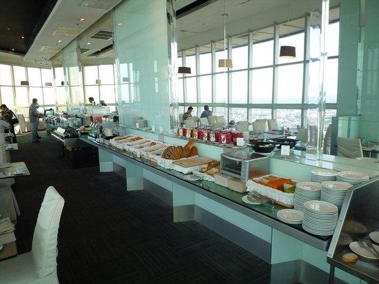 Baiyoke Sky Hotel: 朝食のレストラン