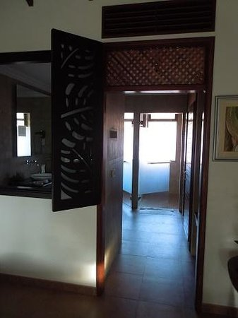 Le Duc de Praslin: No door to bathroom area