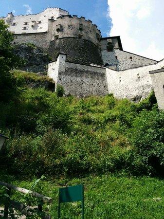 Erlebnisburg Hohenwerfen: Vue extérieure à partir de l'entrée