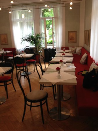 Hotel Uhland: Breakfast room