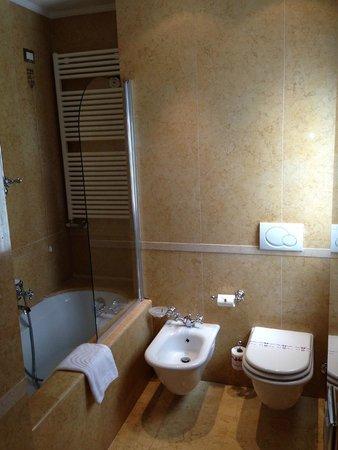 Hotel Al Duca di Venezia: salle de bain 2