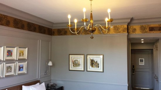 Waldorf Astoria Edinburgh - The Caledonian: A lovely chandelier in my room