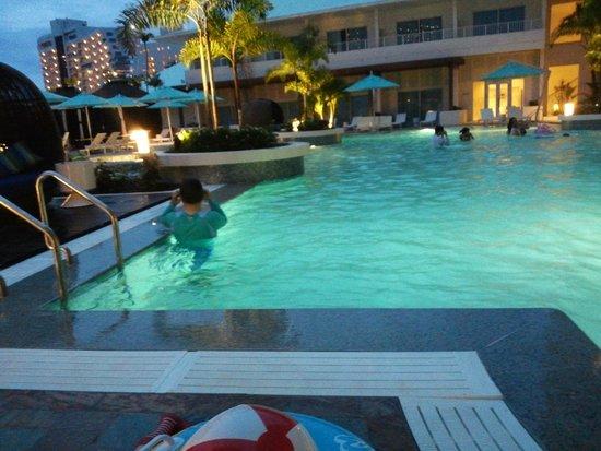 Lotte Hotel Guam: 풀장의 야경