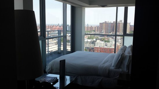 Hotel on Rivington : Incredible room with floor to ceiling windows!