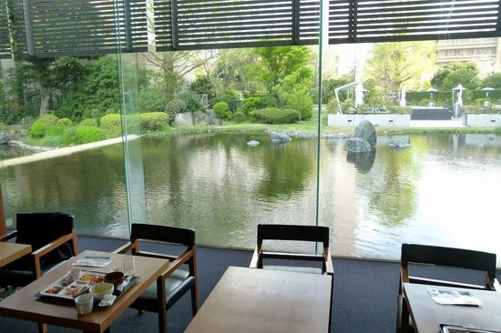 Keikyu EX Inn Shinagawa Ekimae : Breakfast room on the pond