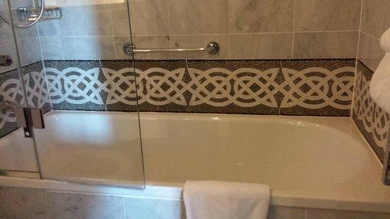Waldorf Astoria Edinburgh - The Caledonian: Lovely bathroom