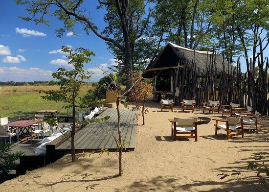 Zungulila Bushcamp - The Bushcamp Company: Bar and dining area
