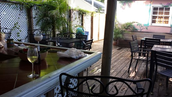 Courtney's Place: Back patio for grilling and entertaining