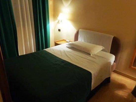 Albergo Italia: ベッド