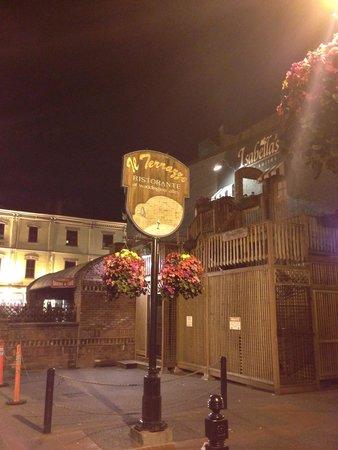 IL Terrazzo: 入り口の道の看板です。