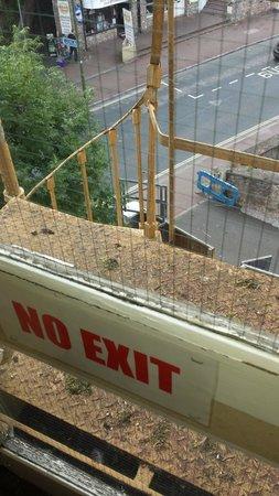 Grosvenor Hotel Torquay: unusable fire escape