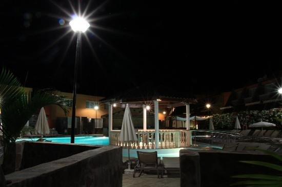 Tauro Resorts: nocturna