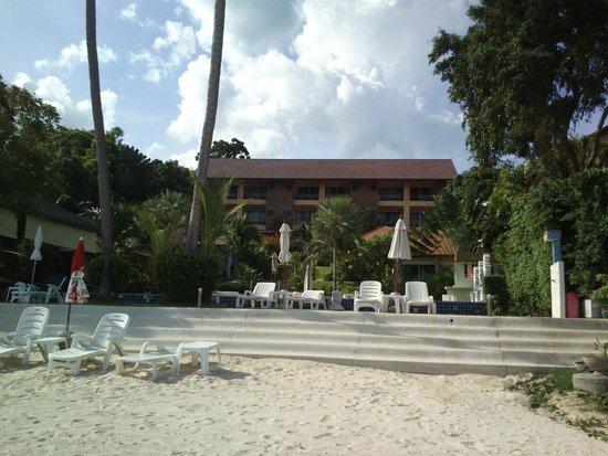 Palm Coco Mantra : Blick vom Strand auf Hotelanlage