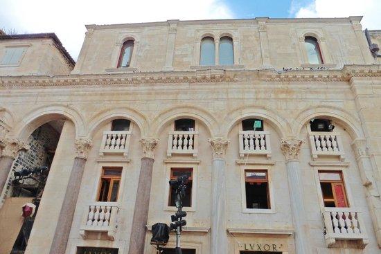 Palais de Dioclétien : Le péristyle
