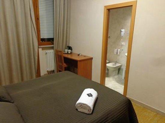 Hotel Franchi: ベッド反対側