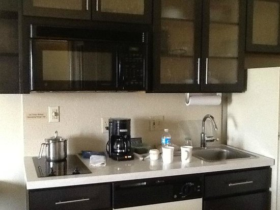 Candlewood Suites Chicago Waukegan: Wonderful kitchenette!