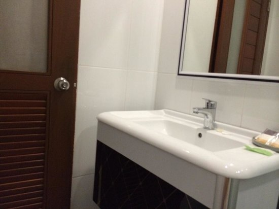 Hemingways Silk Hotel: Bathroom