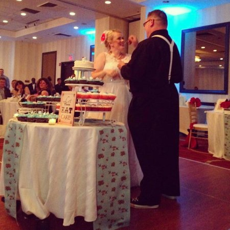 Hyatt Regency Morristown: Cutting the cake