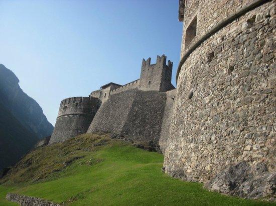 Le mura di Castel Beseno